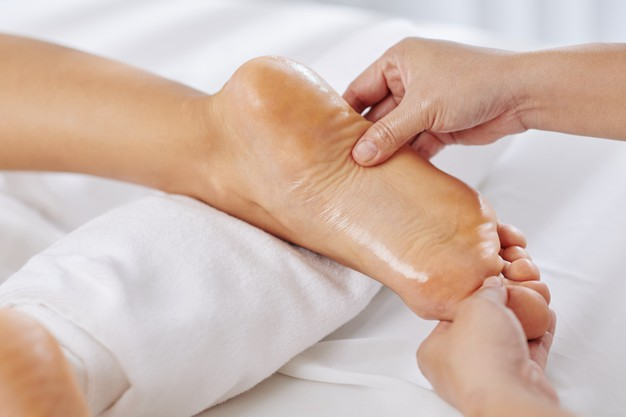 ayurvedic-foot-massage